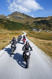 pass-road-fun-with-moho-motorrad-hotels