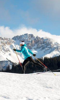 Langlaufen unter den Dolomiten Spitzen in Val di Fiemme