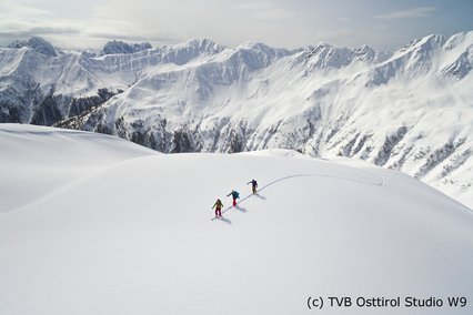 lonesome ski touring in the Alps