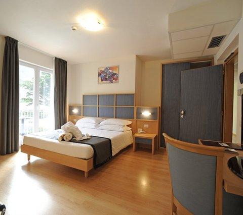 Doppelzimmer Aktivhotel Santalucia Gardasee , Italien