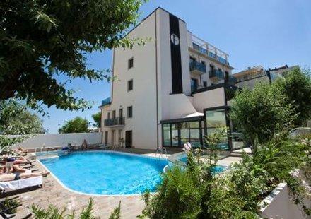 Urlaub im Ferretti Beach Hotel