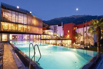 Hotel Lindenhof outdoor facilities at night