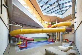 Riesenwasserrutsche im Kinder-Becken Bereich