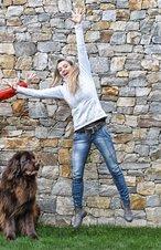 Kinder-Animateurin Sybille mit Hund Bayou